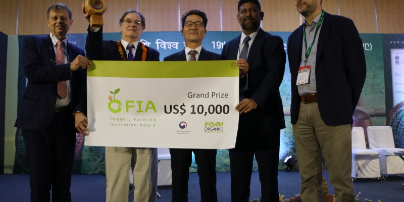 Mr Hands receiving the Grand Prize on stage at the OFIA 2017.